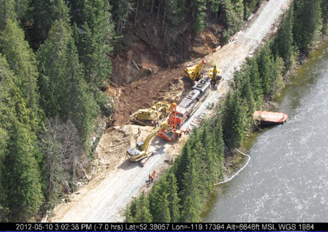 Derailment south of Valemount: two containers plunge into North Thompson River