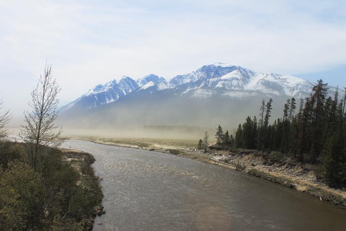 Valemount dust storms whip off Kinbasket Reservoir
