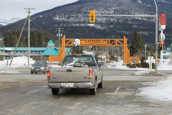 Valemount traffic lights intersection stop light (1)