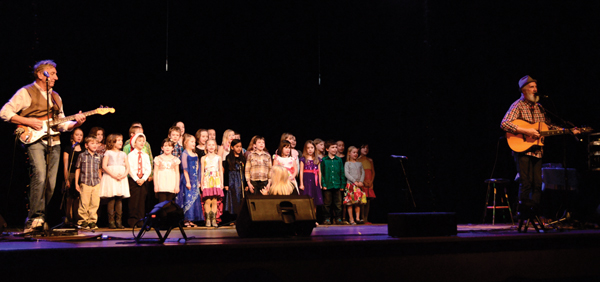Fred Penner Valemount childrens choir