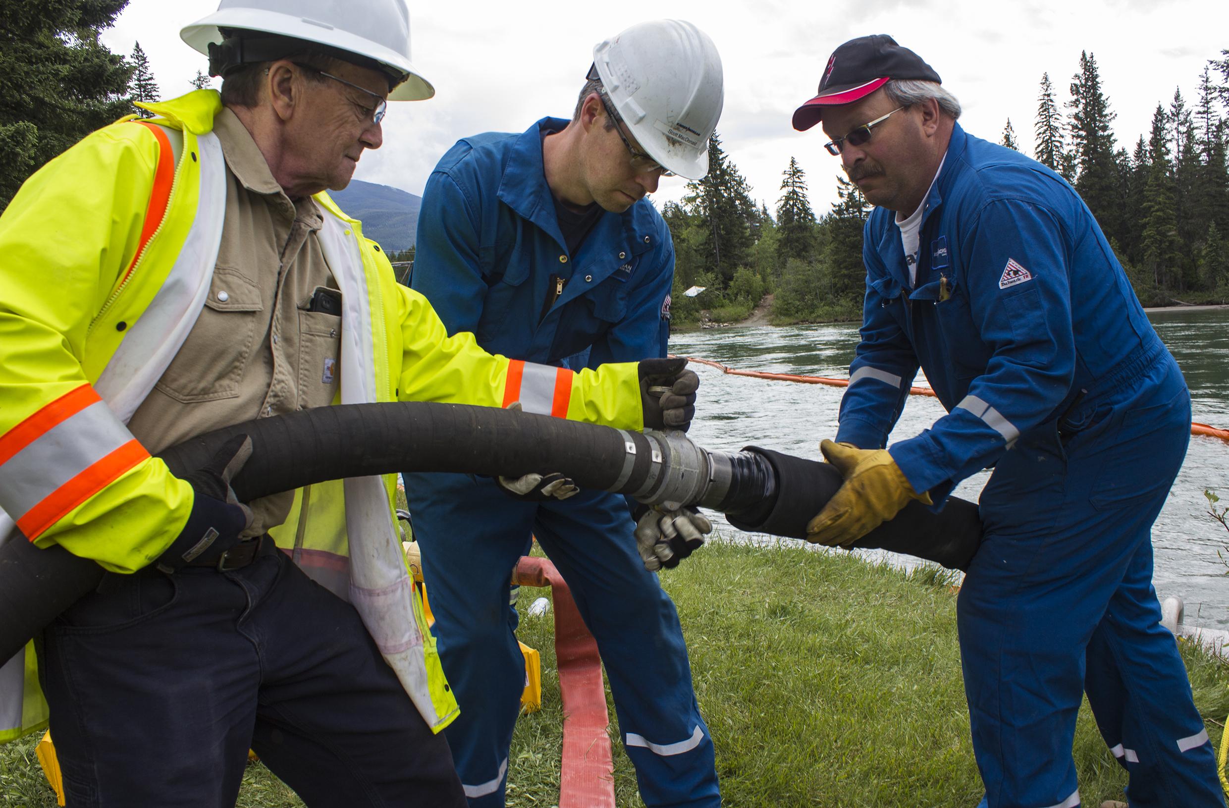 Kinder Morgan pipeline overcomes one hurdle