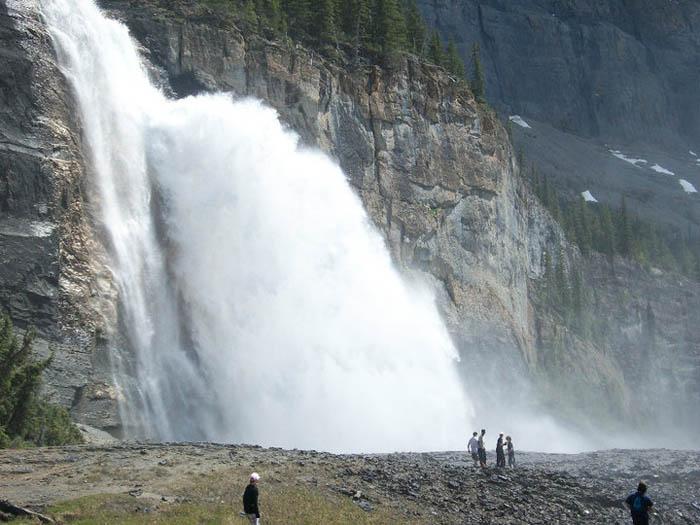 A short history of the Gr. 7 Berg Lake trip