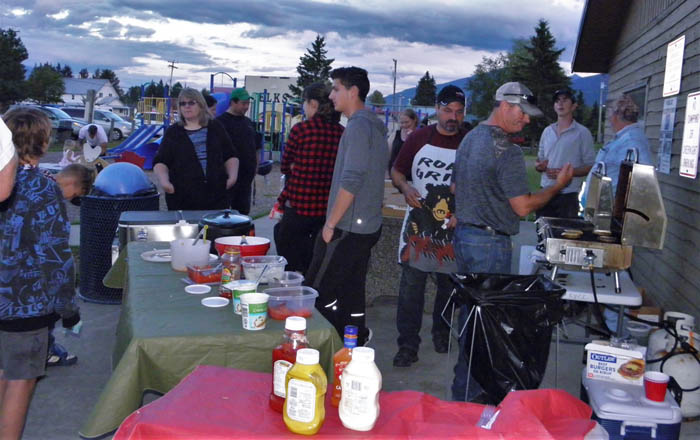 Photo: Monica Marcu People attending the festival have a hamburger and beverages.