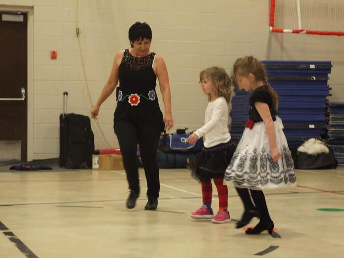 Students learn Métis culture