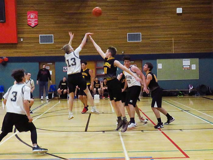 Community sends Mustangs basketball team to provincials – Live streaming of games