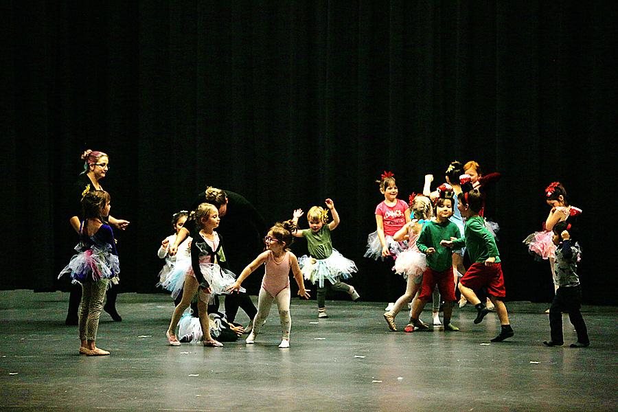 Ballet program teaches kids to move