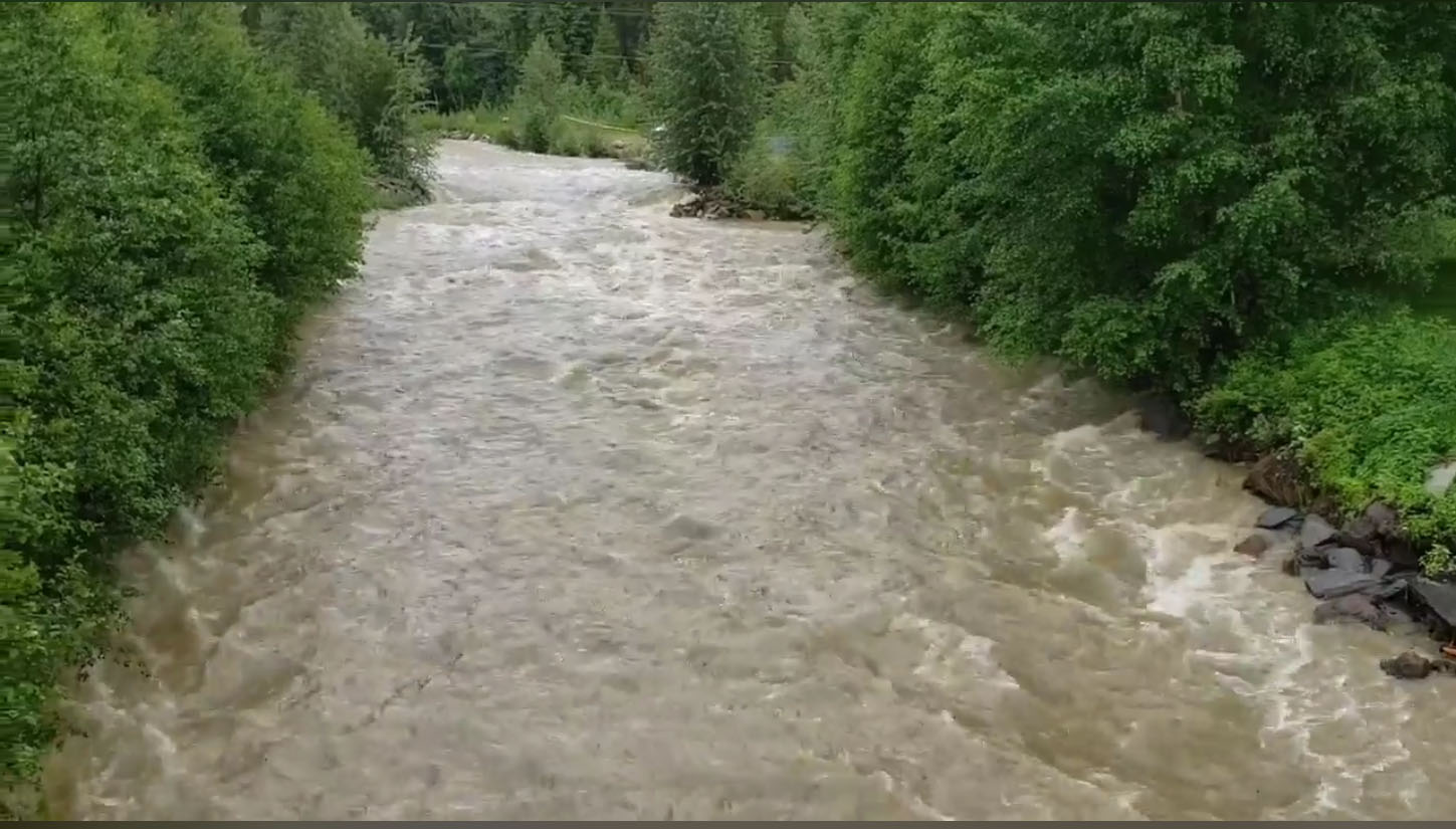 Stage 4 water restrictions in Valemount rescinded, but caution urged around river banks