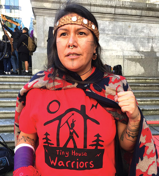 Anti-pipeline activists and workers clash in Blue River