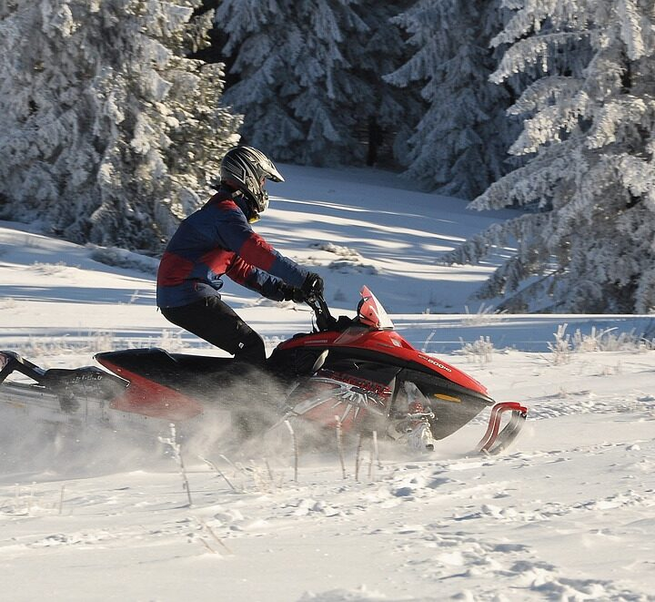 Snowmobilers arrive en masse, despite COVID measures